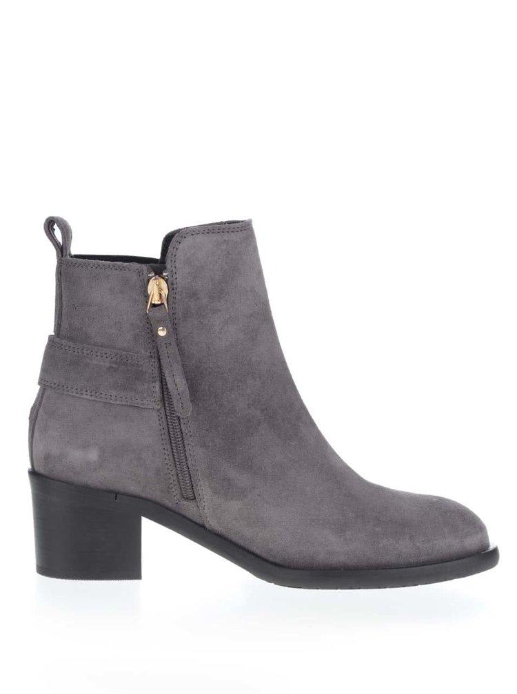 Sivé semišové chelsea topánky na podpätku Tommy Hilfiger