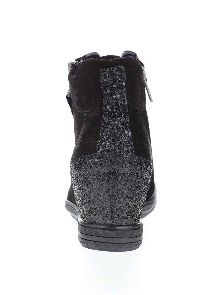 Černé semišové tenisky na klínku s třpytivými detaily Tamaris