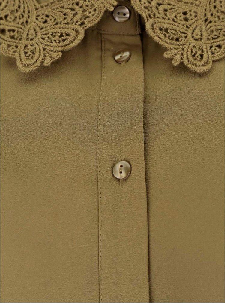 Khaki volnější halenka s krajkovým límečkem VERO MODA Lennie