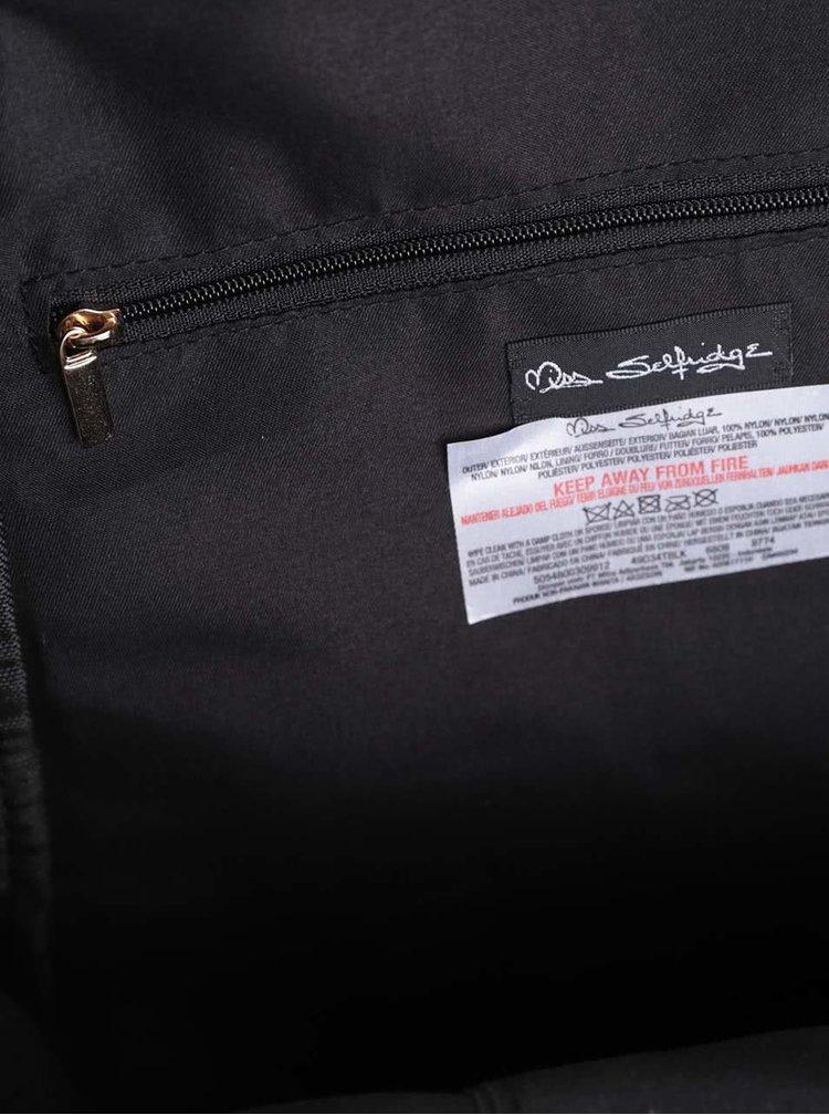 Černý menší batoh s detaily ve zlaté barvě Miss Selfridge