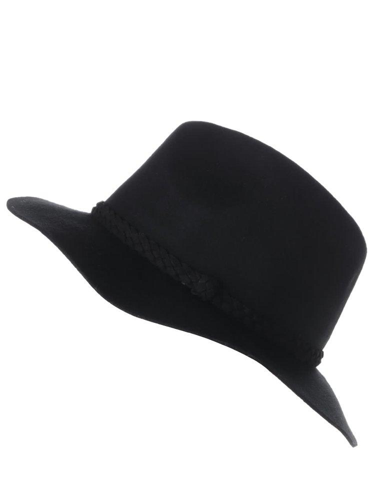 Černý klobouk s páskem VERO MODA Dana