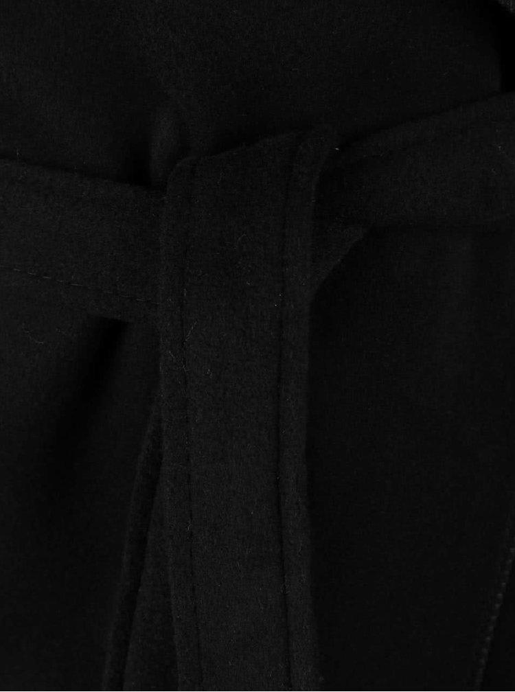 Černý kratší flaušový kabát s páskem Madonna