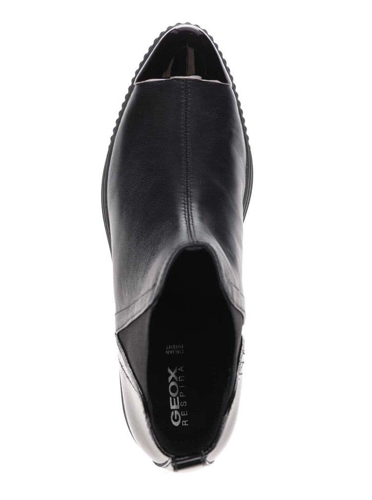 Čierne dámske kožené členkové topánky s lesklou špičkou Geox Amalthia