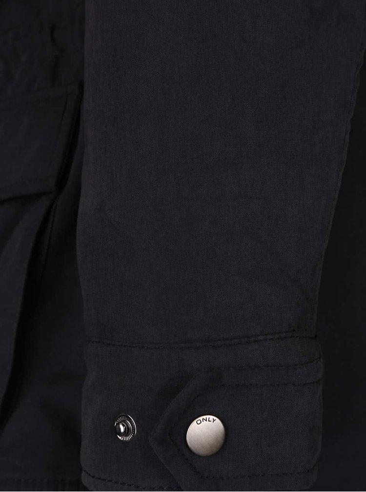 Černá parka s kapucí a umělým kožíškem ONLY Starlight