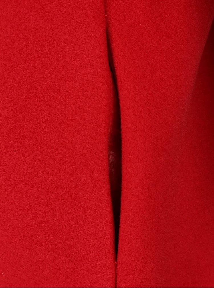 Červený kabát s tenkým páskem ZOOT Simple