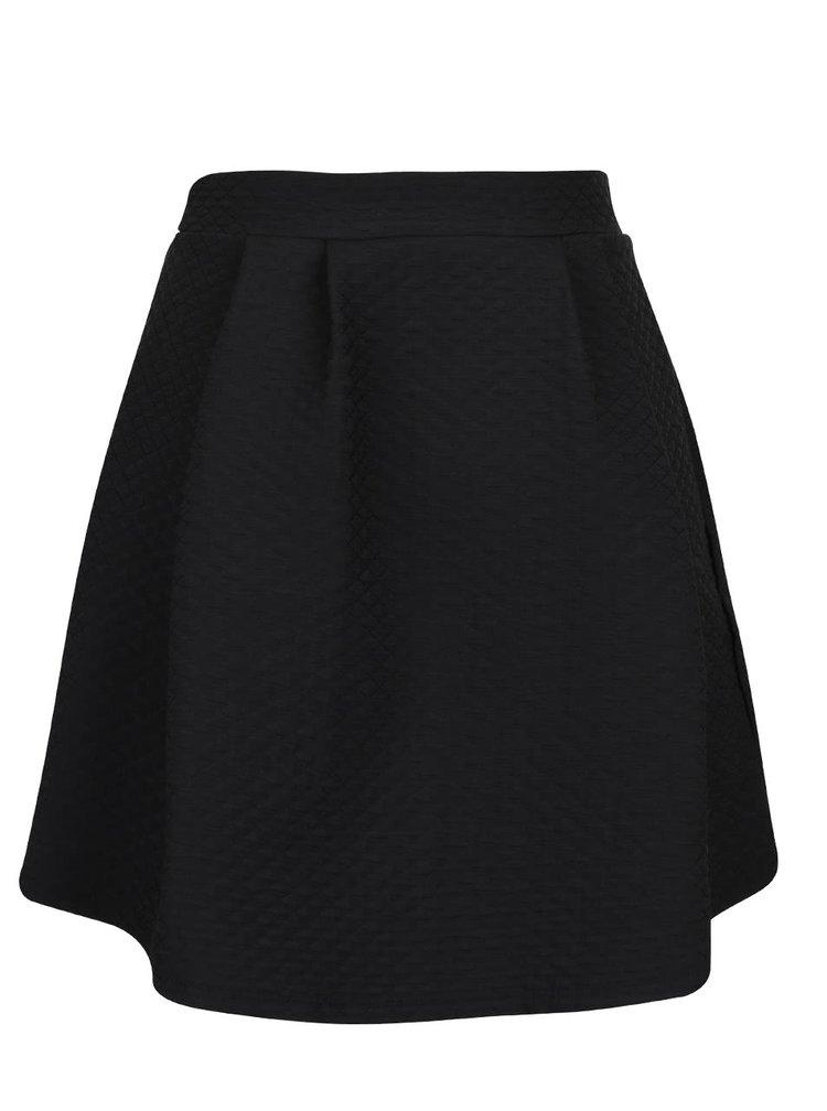 Čierna prekladaná sukňa s jemným plastickým vzorom VILA Mounta