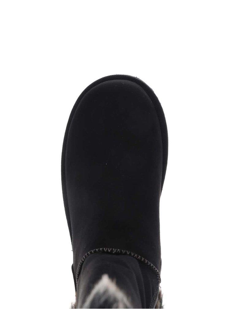 Čierne čižmy s kožúškom v semišovej úprave Tamaris