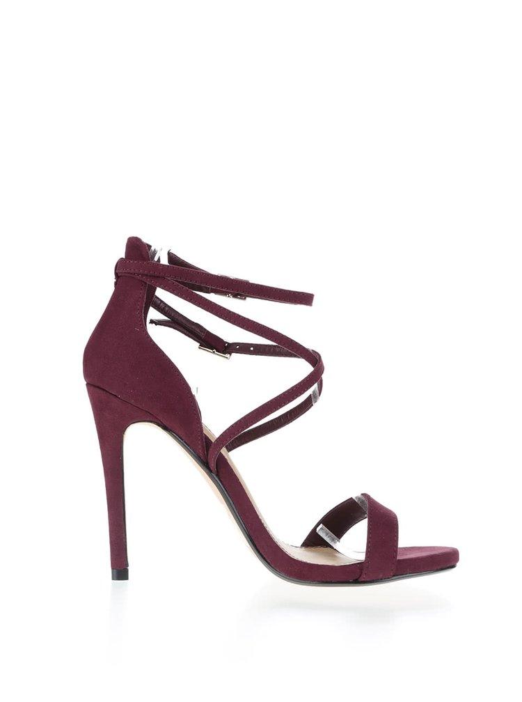 Vínové sandálky v semišovej úprave na ihličkovom podpätku Miss Selfridge