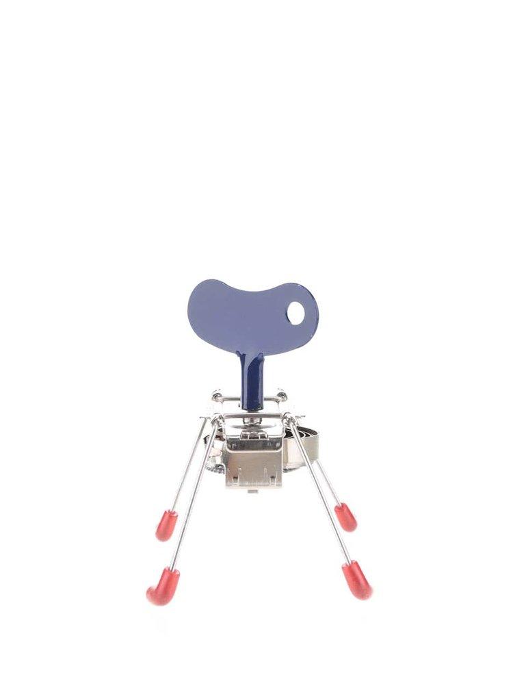 Hračka na klíček v modré barvě s červenými nožičkami SPINNEY WIND UP Kikkerland