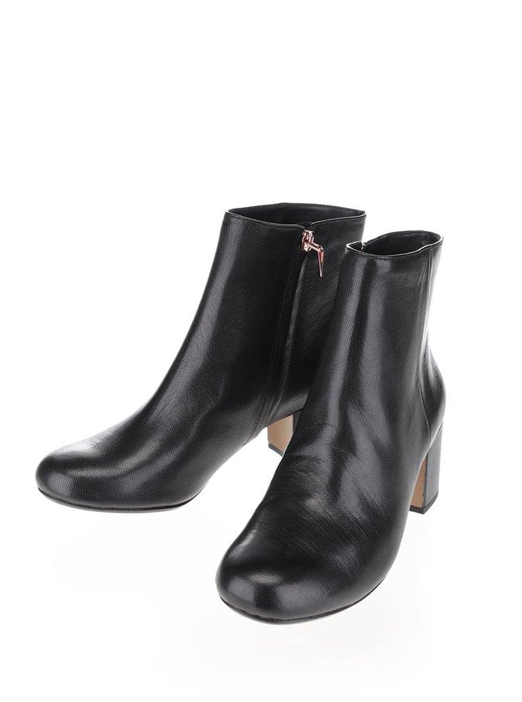Černé dámské kožené kotníkové boty Clarks Barley