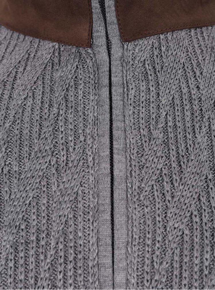 Pulover gri bugatti cu guler înalt și detalii maro
