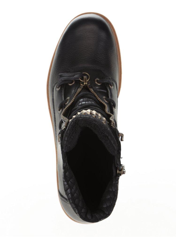 Čierne kožené členkové topánky s detailmi jazyka Tamaris