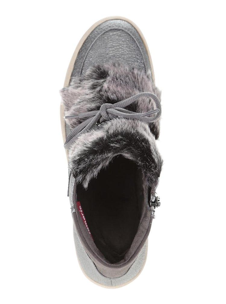 Kotníkové tenisky ve stříbrné barvě s umělým kožíškem Tamaris
