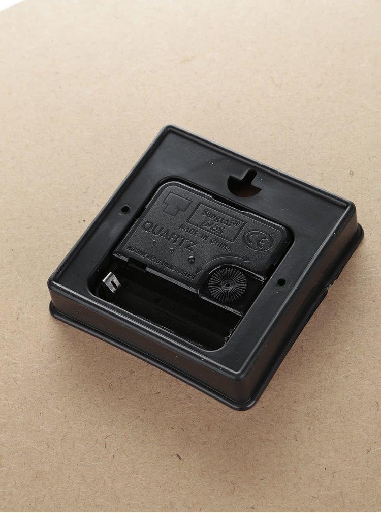 Béžové dřevěné hodiny s klíči Dakls