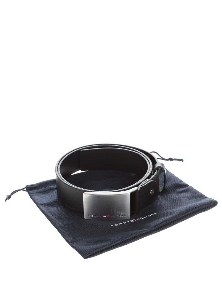 Černý pánský kožený pásek s nerezovou sponou Tommy Hilfiger