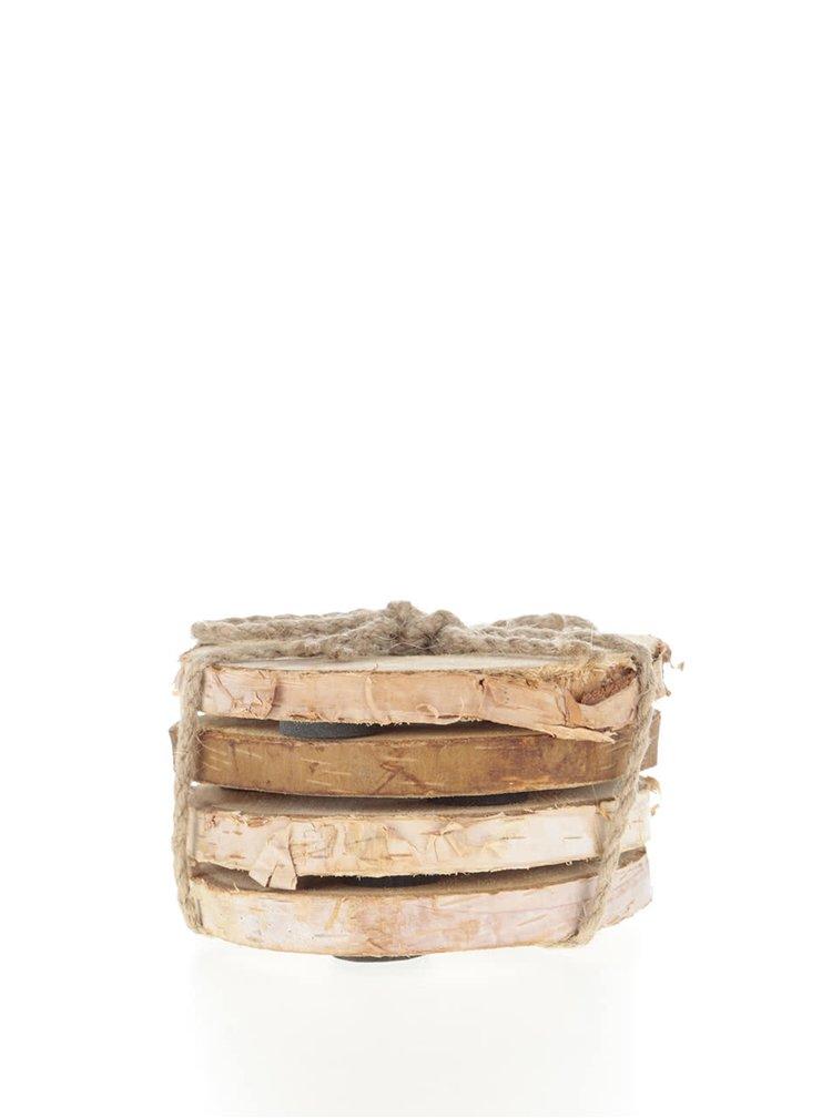 Sada čtyř hnědých dřevěných podtácků s vyřezávanými srdíčky Sass & Belle