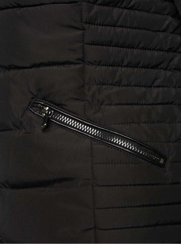 Čierna prešívaná bunda s kapucňou s umelým kožúškom TALLY WEiJL