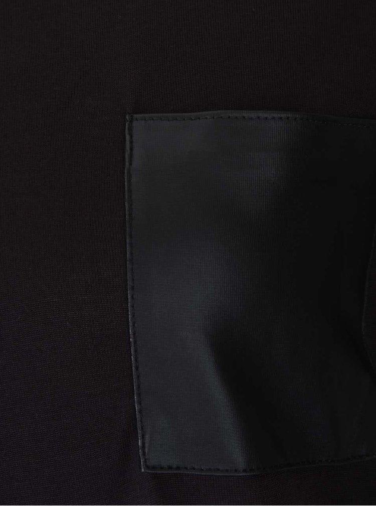 Černé tričko s kapsou ONLY Johanna