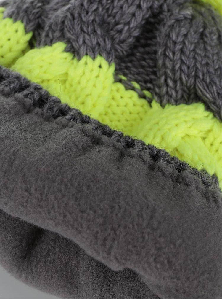 Zeleno-šedý holčičí kulich s bambulí 5.10.15.