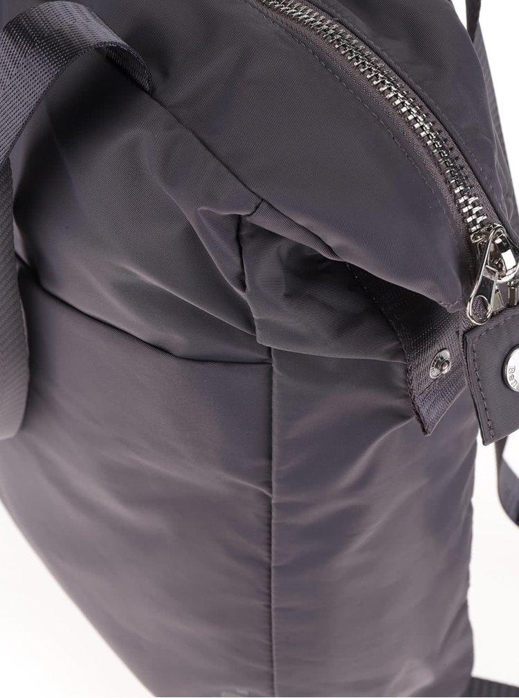 Tmavě šedý menší batoh Bench Broadfield