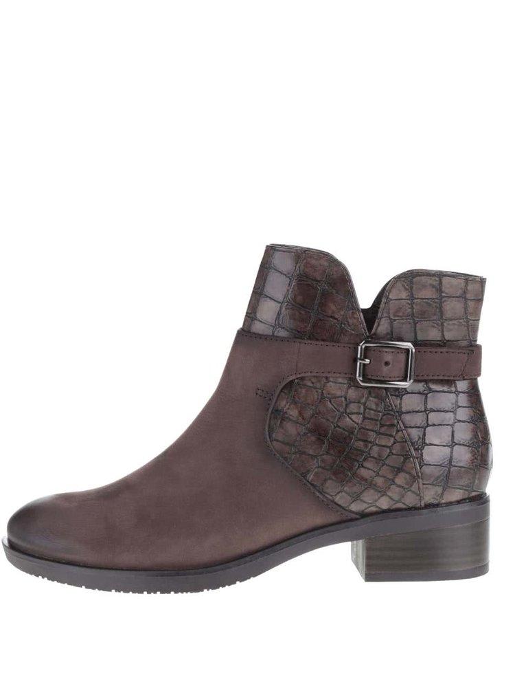 Hnědé kotníkové kožené  boty s přezkou a vzorem Tamaris
