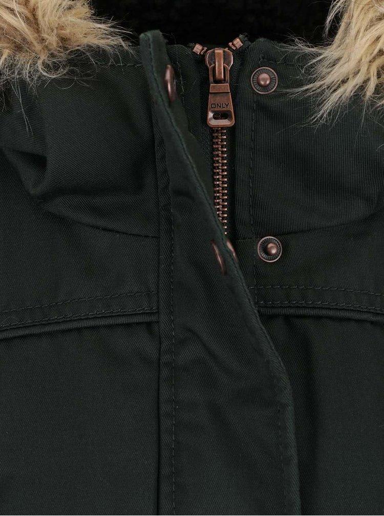 Tmavozelená parka s kapucňou a umelým kožúškom ONLY Kate