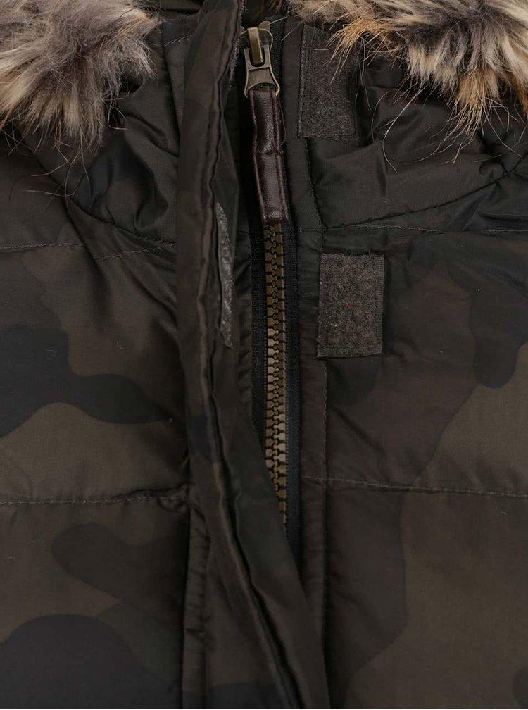 Khaki prošívaná maskáčová parka s umělým kožíškem AX Paris