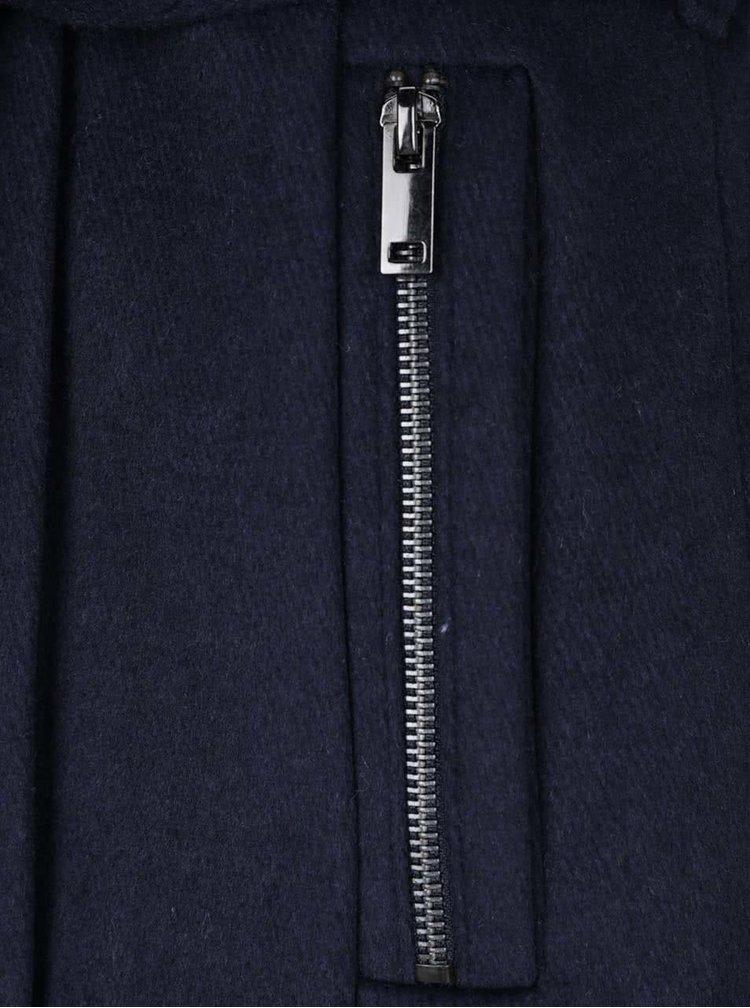 Tmavě modrý kabát s páskem VERO MODA Call