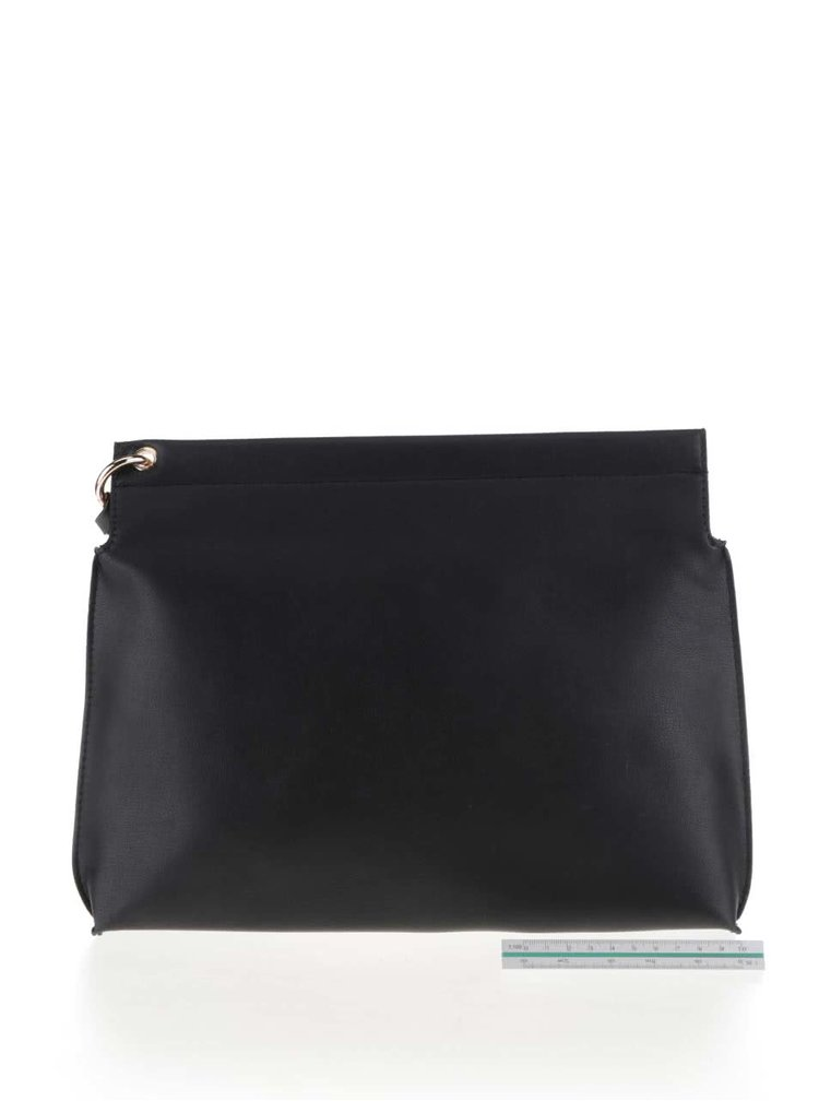 Čierna menšia kabelka s nápisom LYDC