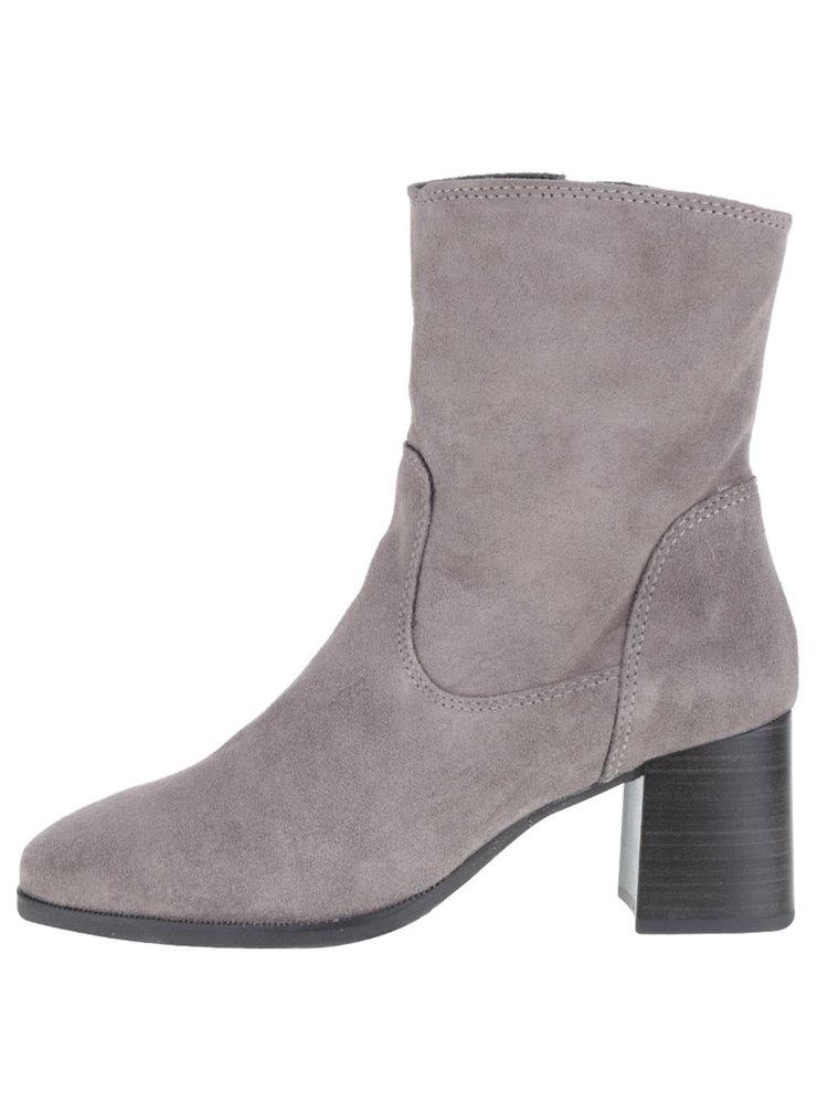Šedé semišové boty na podpatku Tamaris
