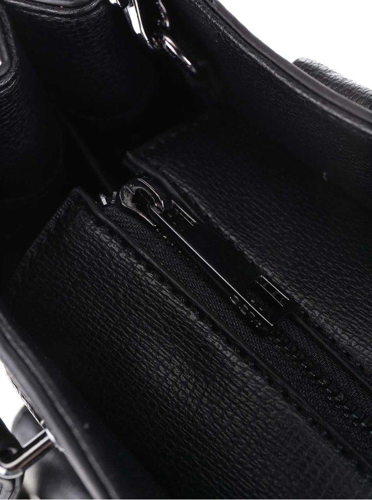 Čierna kabelka s predným vreckom a príveskom ALDO Capricorn