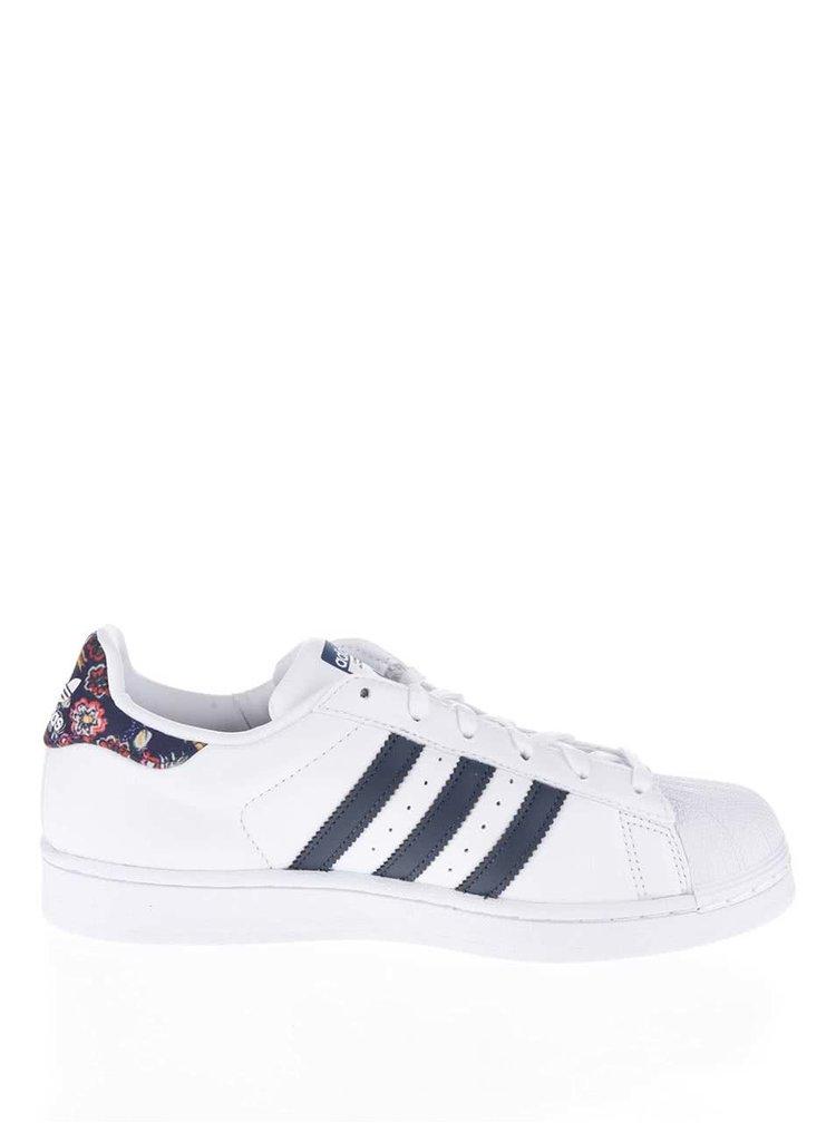 Biele dámske tenisky s farebnou pätou adidas Originals Superstar