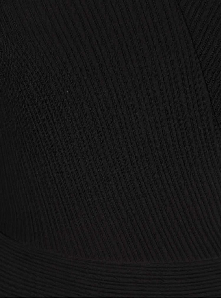 Černé šaty s průstřihem na boku Miss Selfridge
