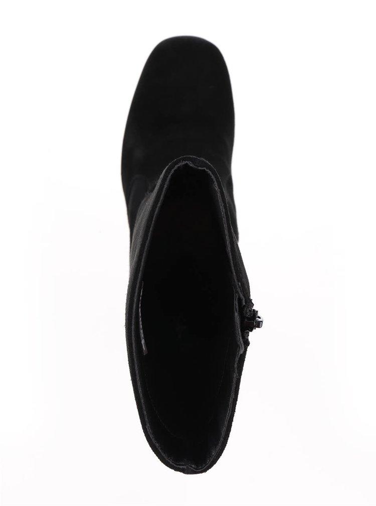 Černé semišové nízké kozačky na podpatku Tamaris