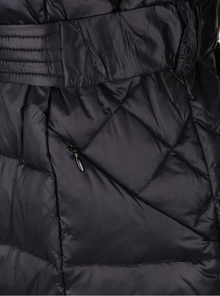 Čierny prešívaný páperový kabát s opaskom VILA Lenora