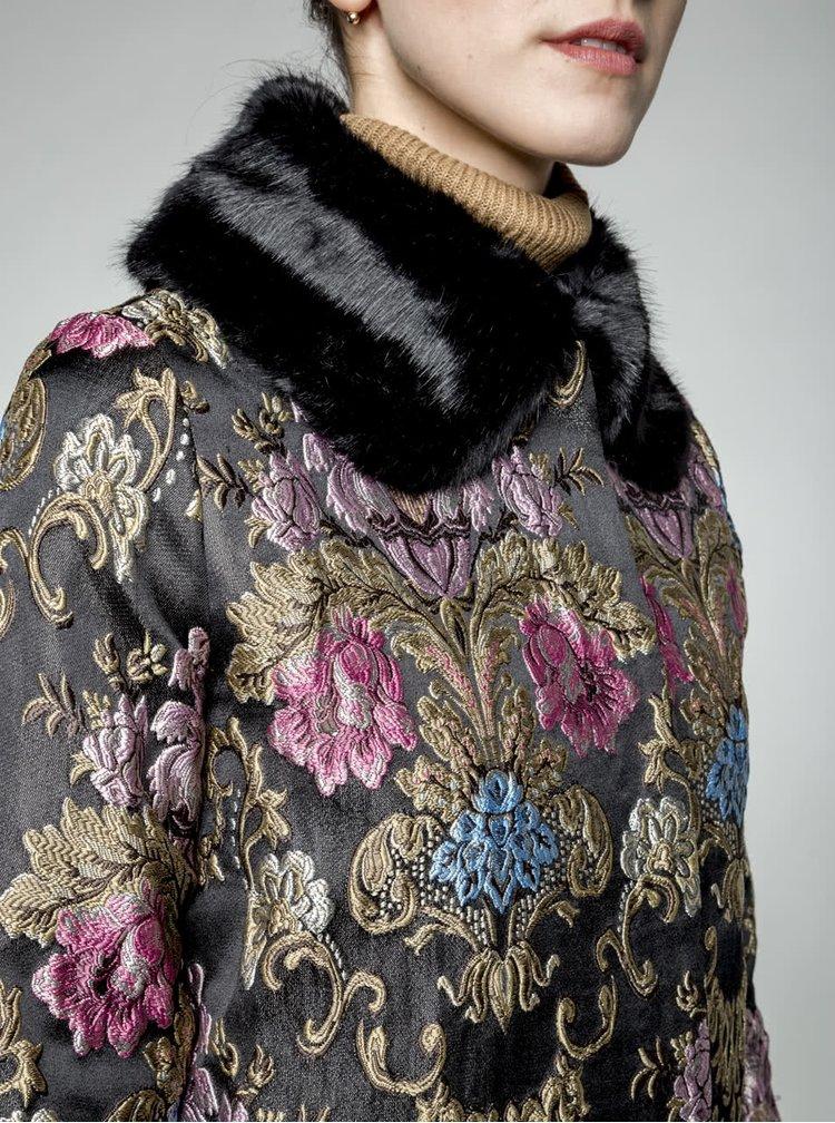 Černý kabát s vytkávaným vzorem a umělým kožíškem Darling Hepburn