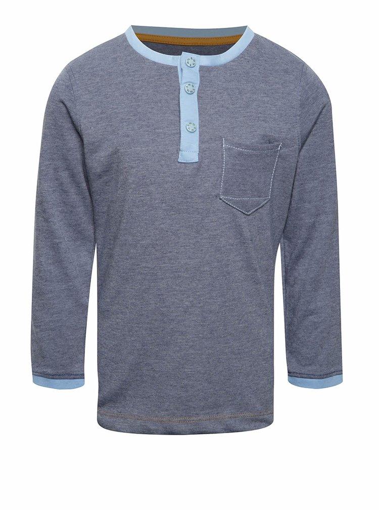 Šedomodré klučičí triko s kapsičkou a potiskem na zádech 5.10.15.