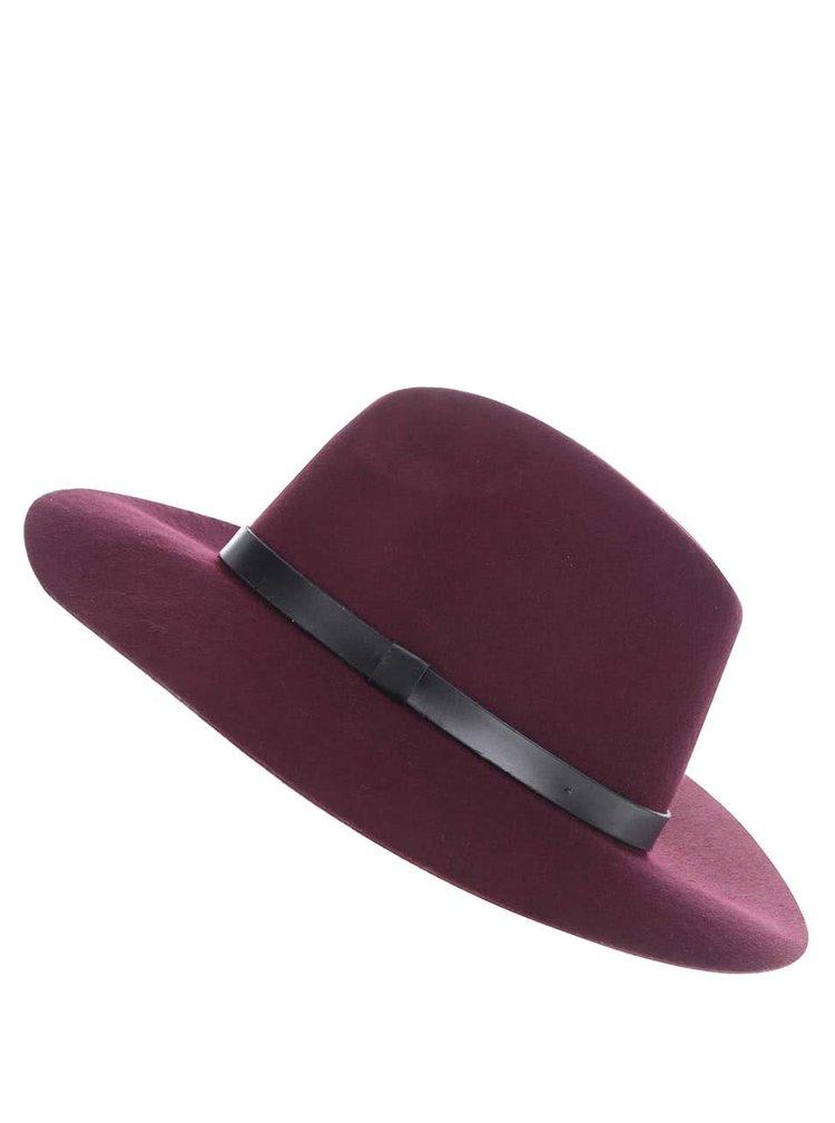 Vínový vlněný klobouk Miss Selfridge