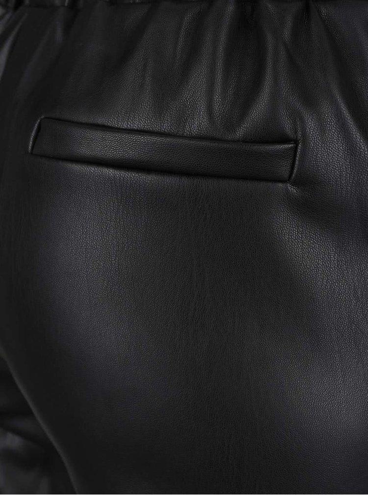 Pantaloni negri Miss Selfridge cu aspect de piele