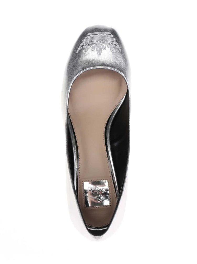 Metalické lodičky ve stříbrné barvě na podpatku Miss Selfridge Capri