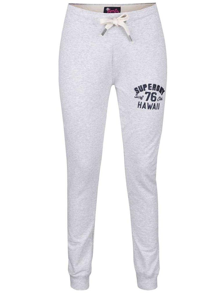 Pantaloni sport gri melanj deschis Superdry cu print pentru femei