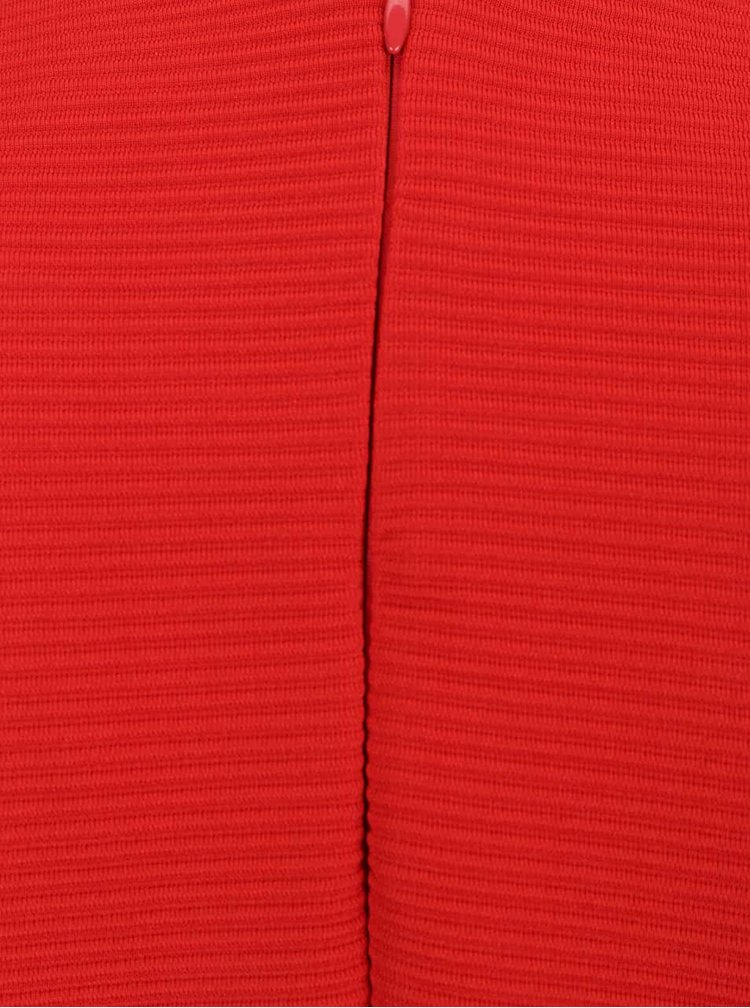 Rochie rosie VILA Makka cu maneci trei sferturi si aspect texturat