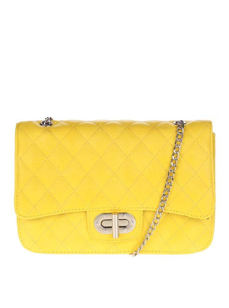 Žlutá prošívaná crossbody kabelka s řetízkem ve stříbrné barvě Pieces Miss