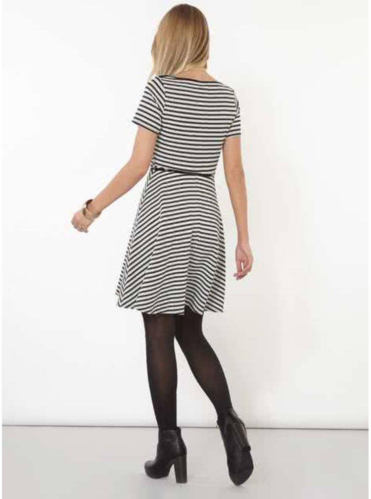 Černo-bílé vzorované šaty s páskem Billie & Blossom