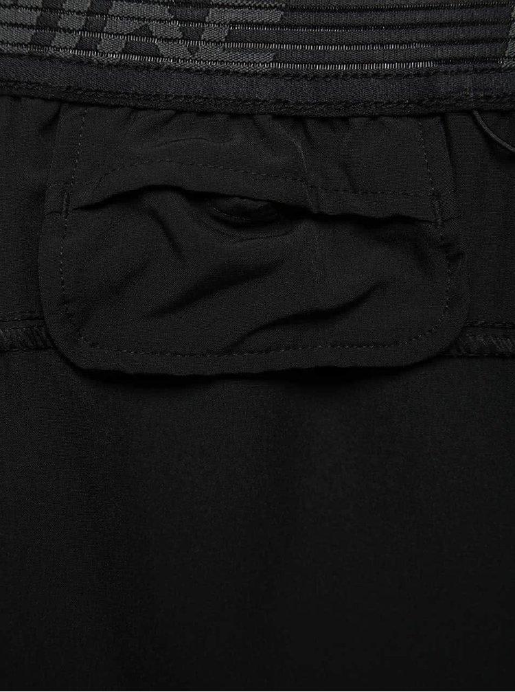 Černé pánské funkční kraťasy Nike