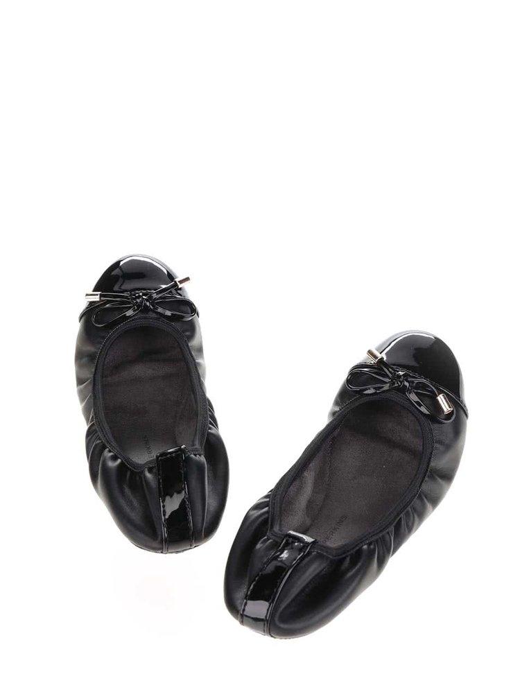 Černé baleríny s lesklou špičkou a mašlí Dorothy Perkins