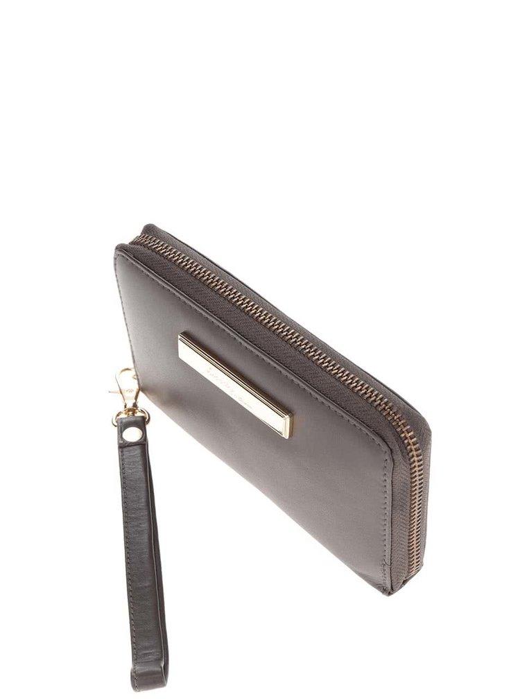 Tmavě hnědá kožená peněženka s detaily ve zlaté barvě a poutkem Liberty by Gionni Fernanda