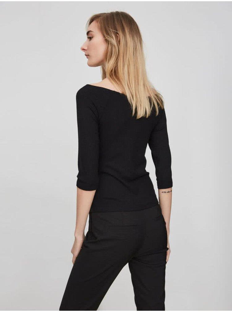 Černé tričko s lodičkovým výstřihem VERO MODA New Yeng