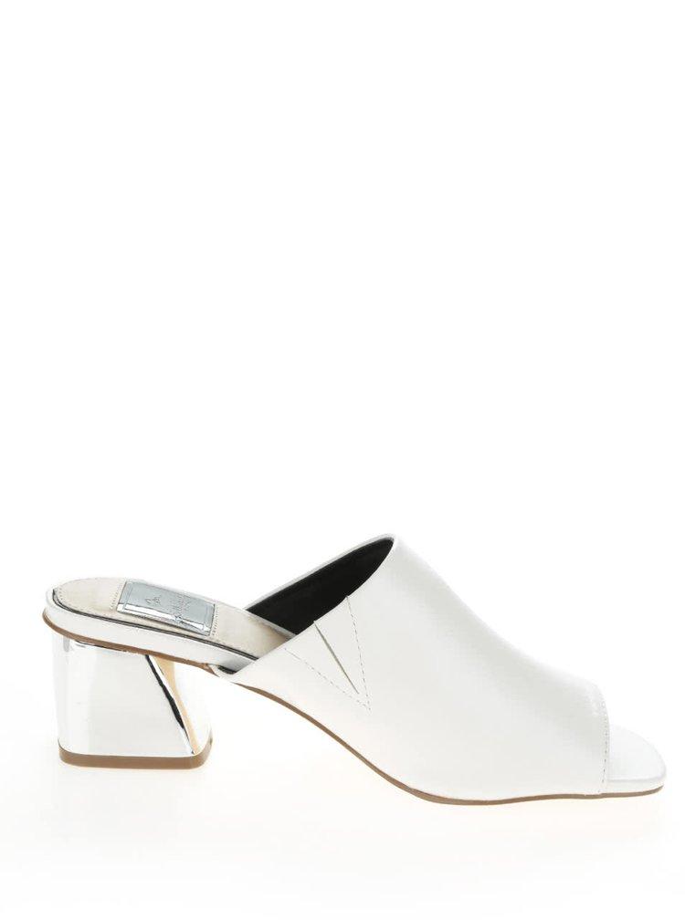 Bílé pantofle na širokém podpatku Miss Selfridge