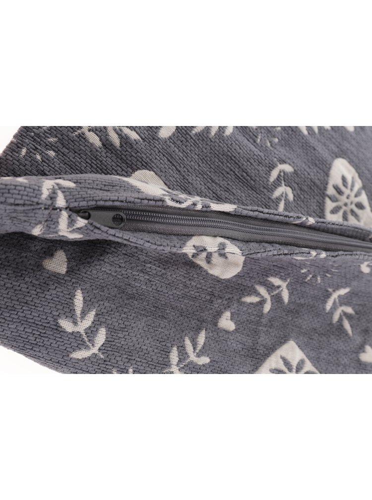 Šedý návlek na polštářek s motivem srdcí a listů Dakls